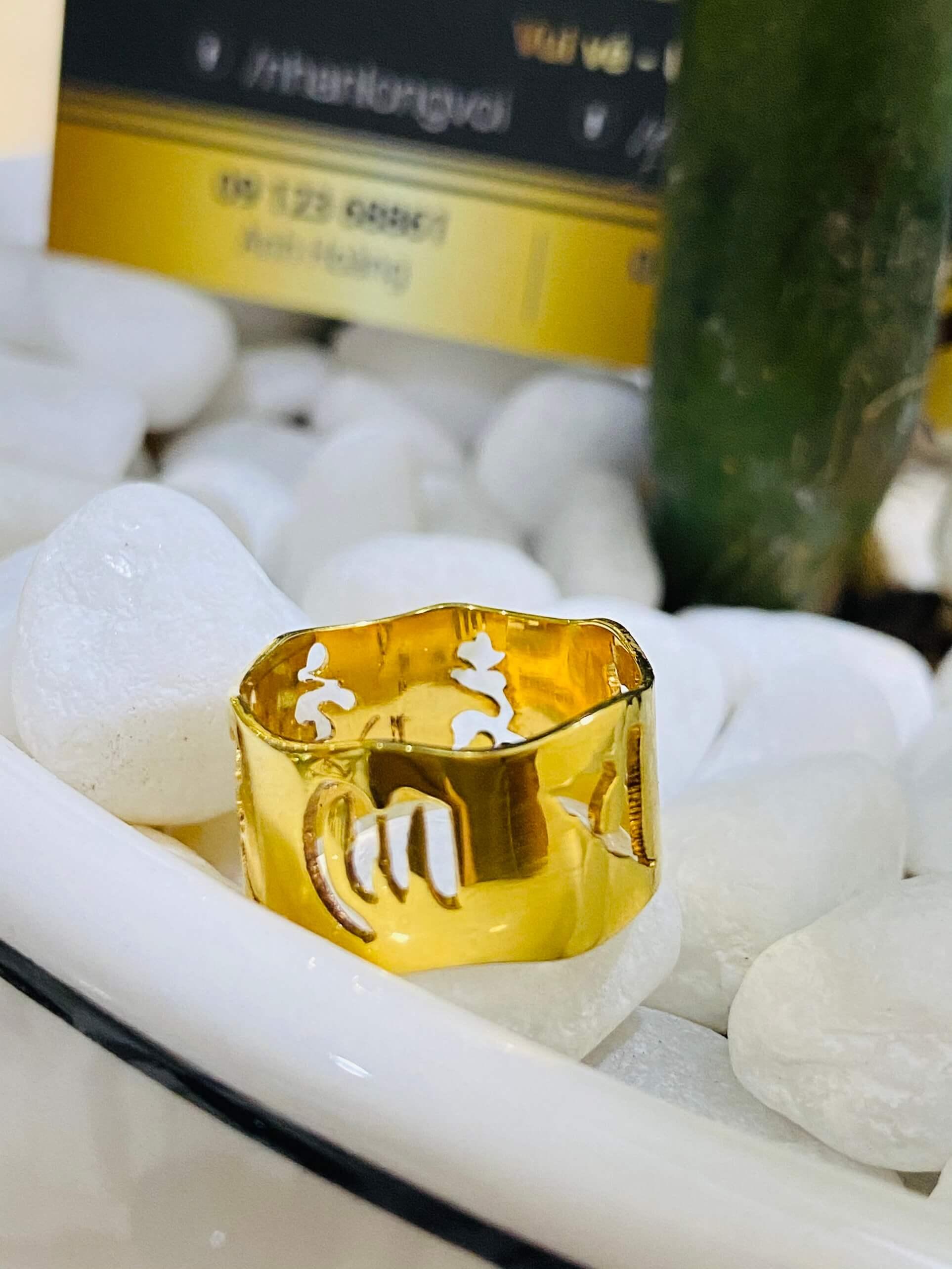 Nhẫn Vàng Thần Chú Om Mani Padme Hum hợp mệnh mộc