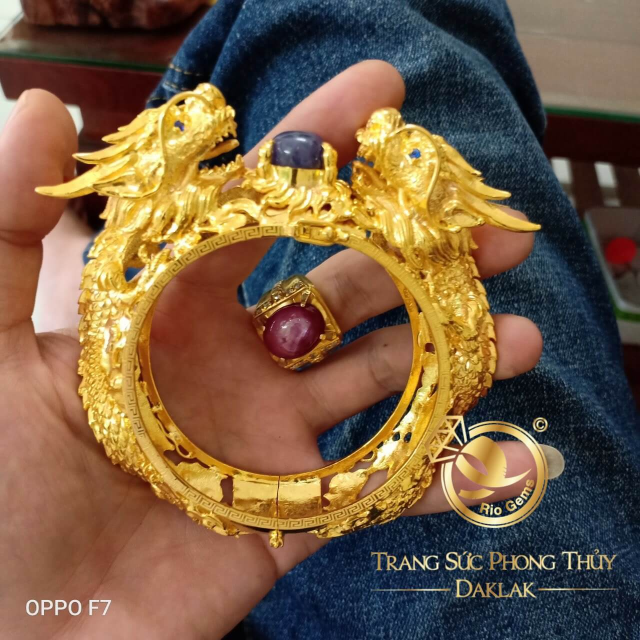 vong-tay-2-rong-vang-khung-sapphire-riogems