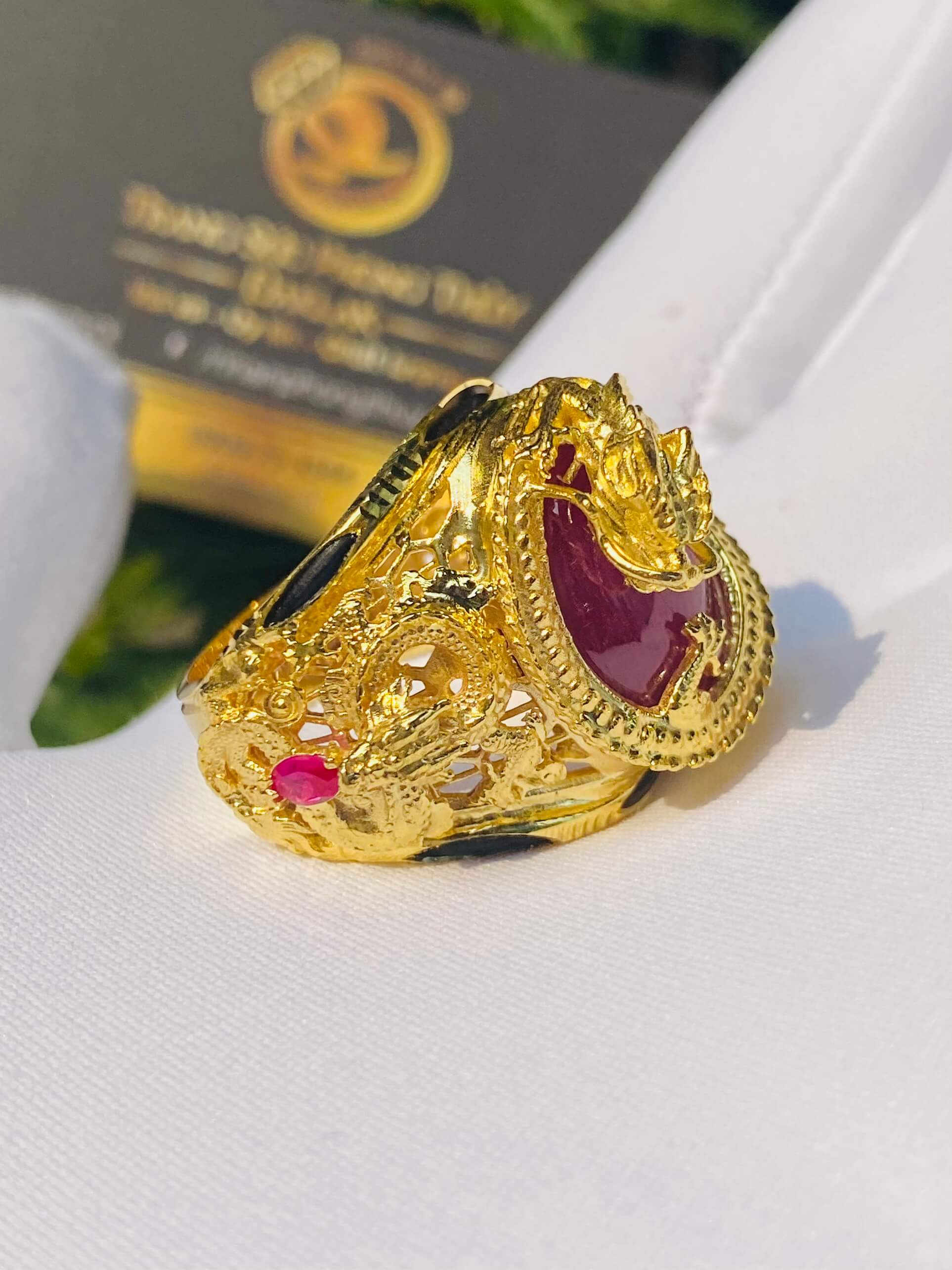 Nhẫn Rồng cuộn vàng ngậm ngọc ruby
