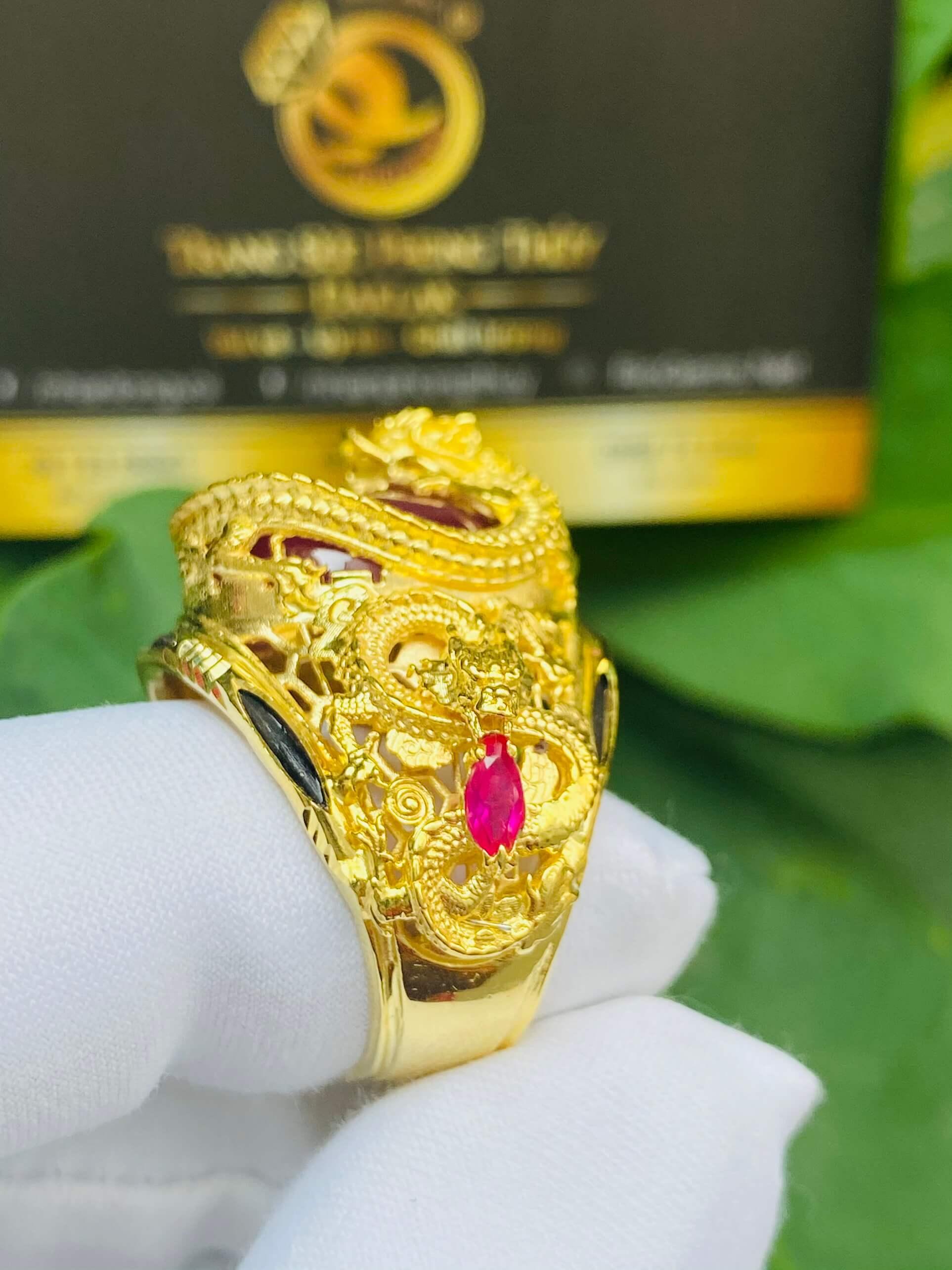 Nhẫn Rồng cuộn vàng ngậm ngọc Ruby lông voi phong thủy đẹp