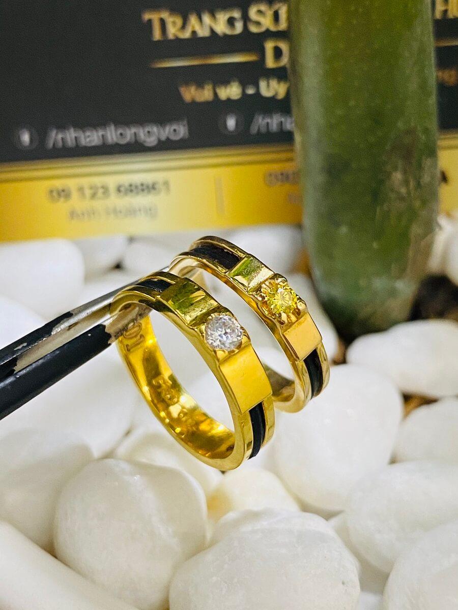 Nhẫn cưới Lông đính đá Cz màu hợp mệnh (lông FAKE) vàng