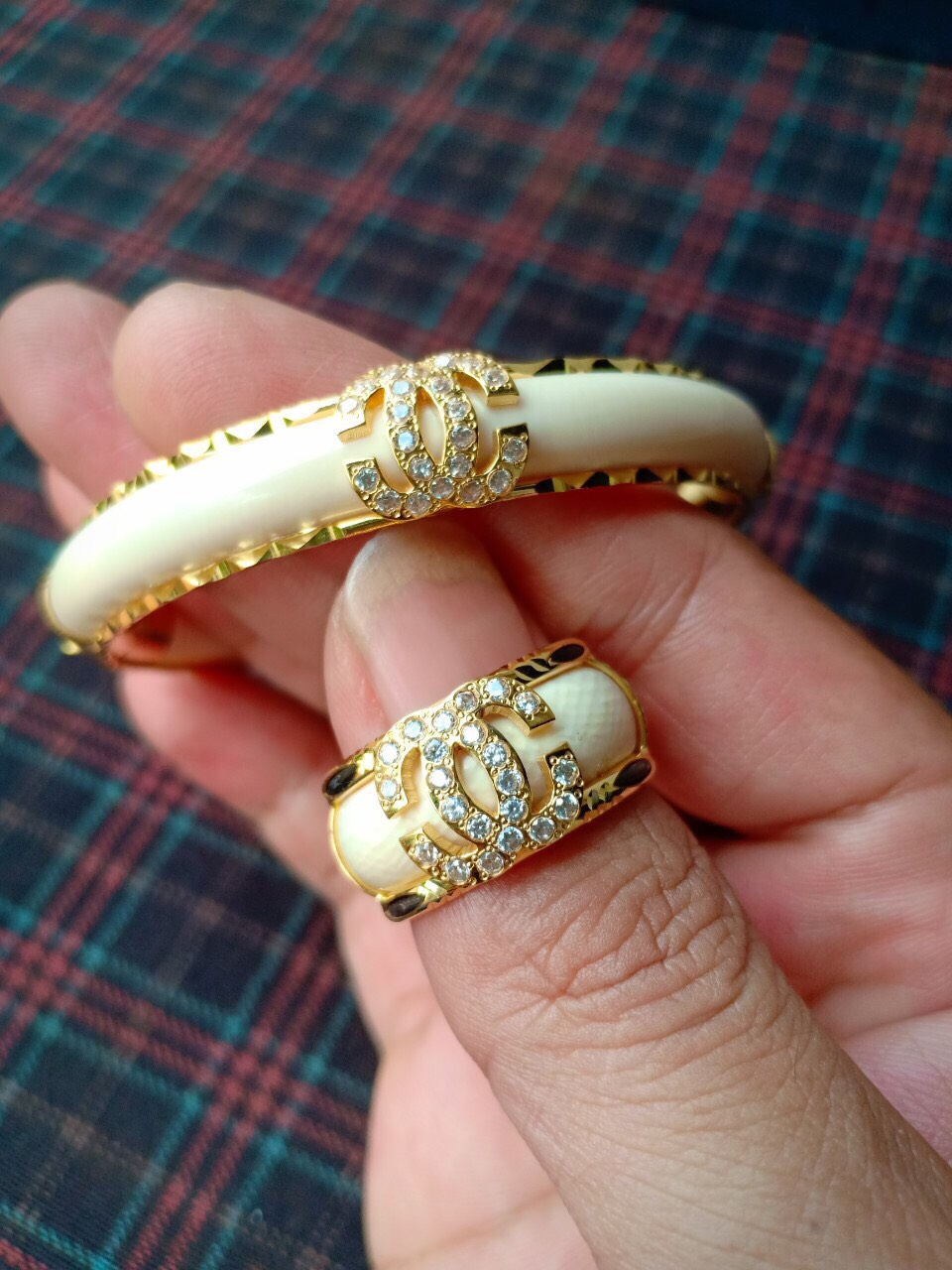 Vong-tay-phong-thuy-Channel-vang-Riogems