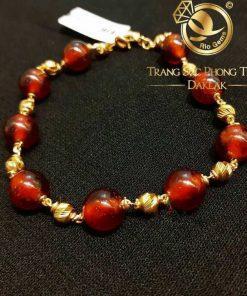 Lắc tay đá Garnet mix bi vàng phong thủy nâng niu đôi tay Việt