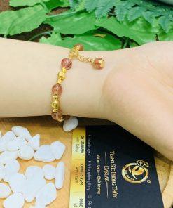 Lắc tay Thạch Anh tóc đỏ 8li mix vàng không chỉ có công dụng làm đẹp mà còn mang lại công dung phong thủy, sức khỏe hiệu quả