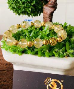 Lắc tay Thạch Anh tóc vàng mix vàng phong thủy RIOGEMs là món quà đặc biệt dành cho khách hàng yêu thích phong cách thời thượng, cá tính
