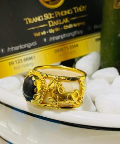 nhan-2-ngua-vang-sapphire-den-buon-ho-riogems