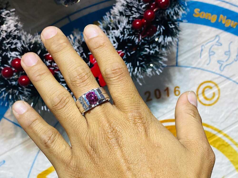 Nhẫn nam vàng trắng đính Cz đỏ (vàng 18K, đeo ngón Út) cho nam nữ
