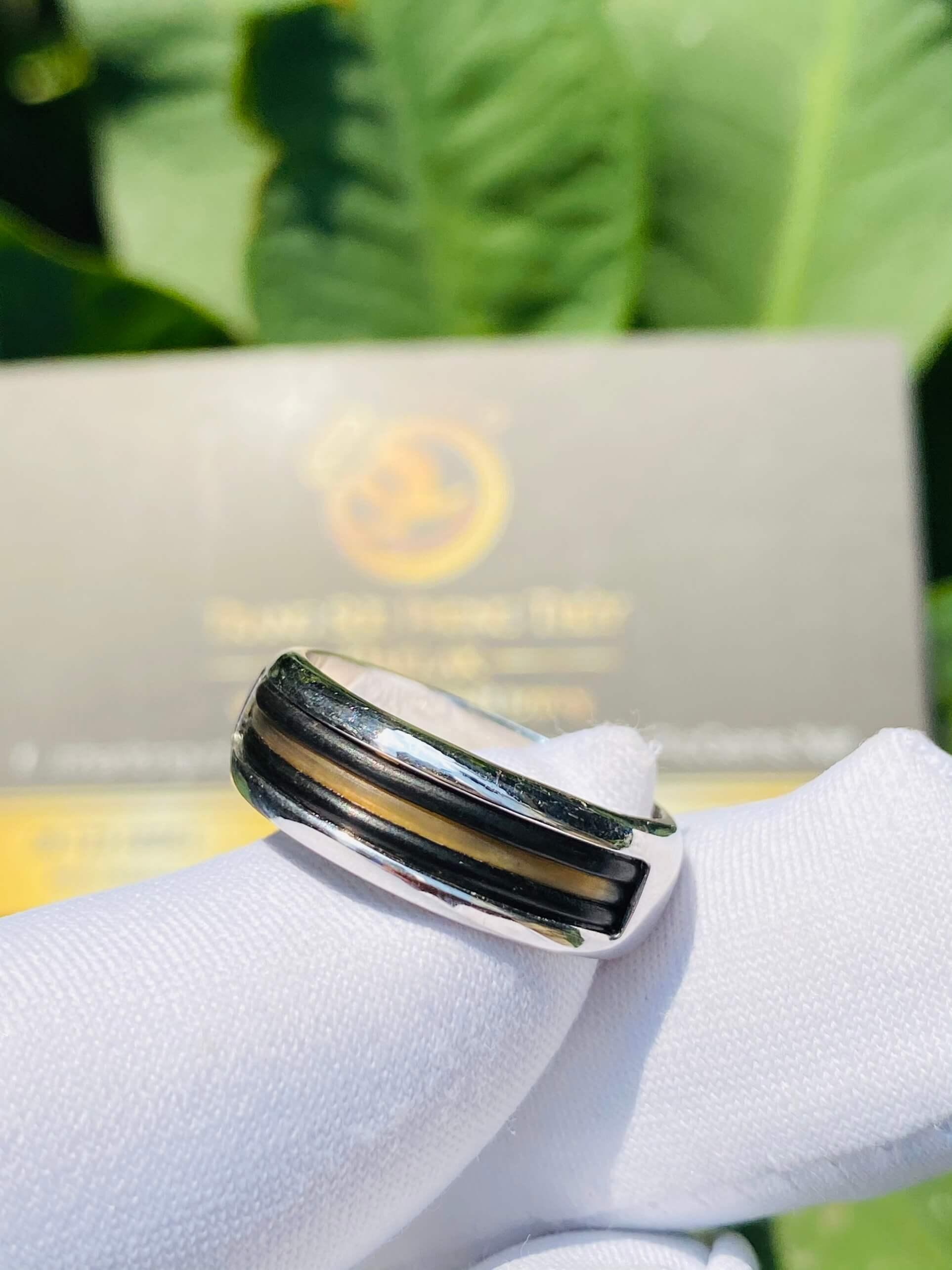 Nhẫn vàng Ý luồng 3 lông đen & trắng Bản Đôn làm tay bảng 6li (lông FAKE) may mắn