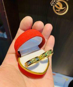 Cặp nhẫn vàng nam nữ tượng trưng cho tình yêu bền chặt