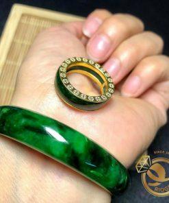 nhẫn ngọc bích là biểu tượng cho sự quý giá