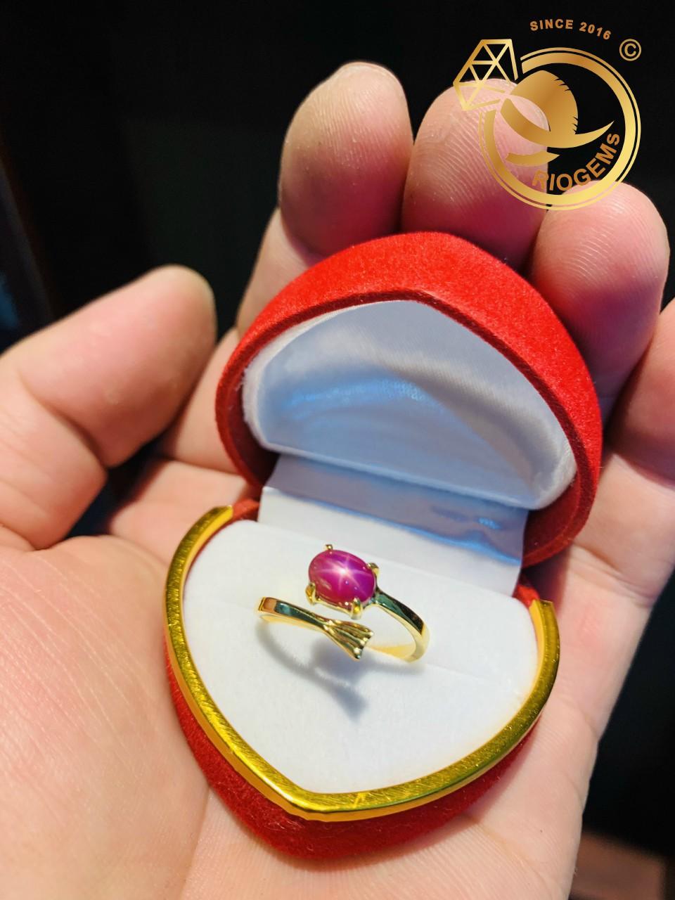 Nhẫn hở vàng 18K đính Ruby sao mini nhẹ nhàng và nữ tính