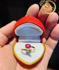 Nhẫn hở vàng 18K đính Ruby sao mini thể hiện sự nữ tính