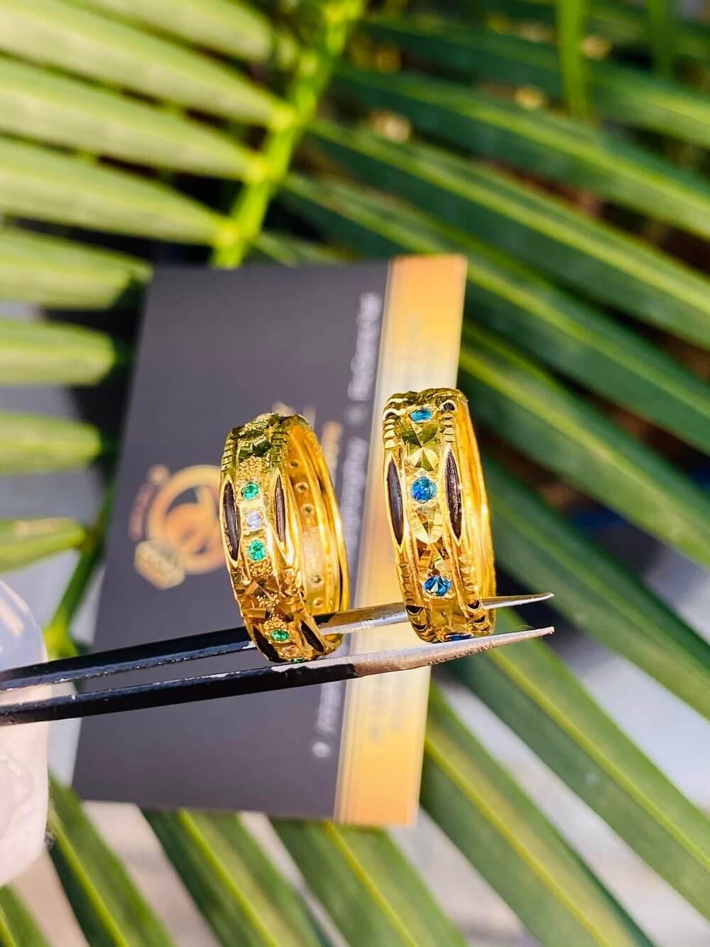 Cặp nhẫn cưới nam nữ phong thủy đính 9 đá 2 viền lông (Lông Fake) đẹp