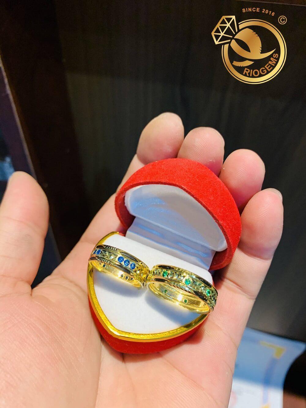 Cặp nhẫn vàng nam nữ đính đá