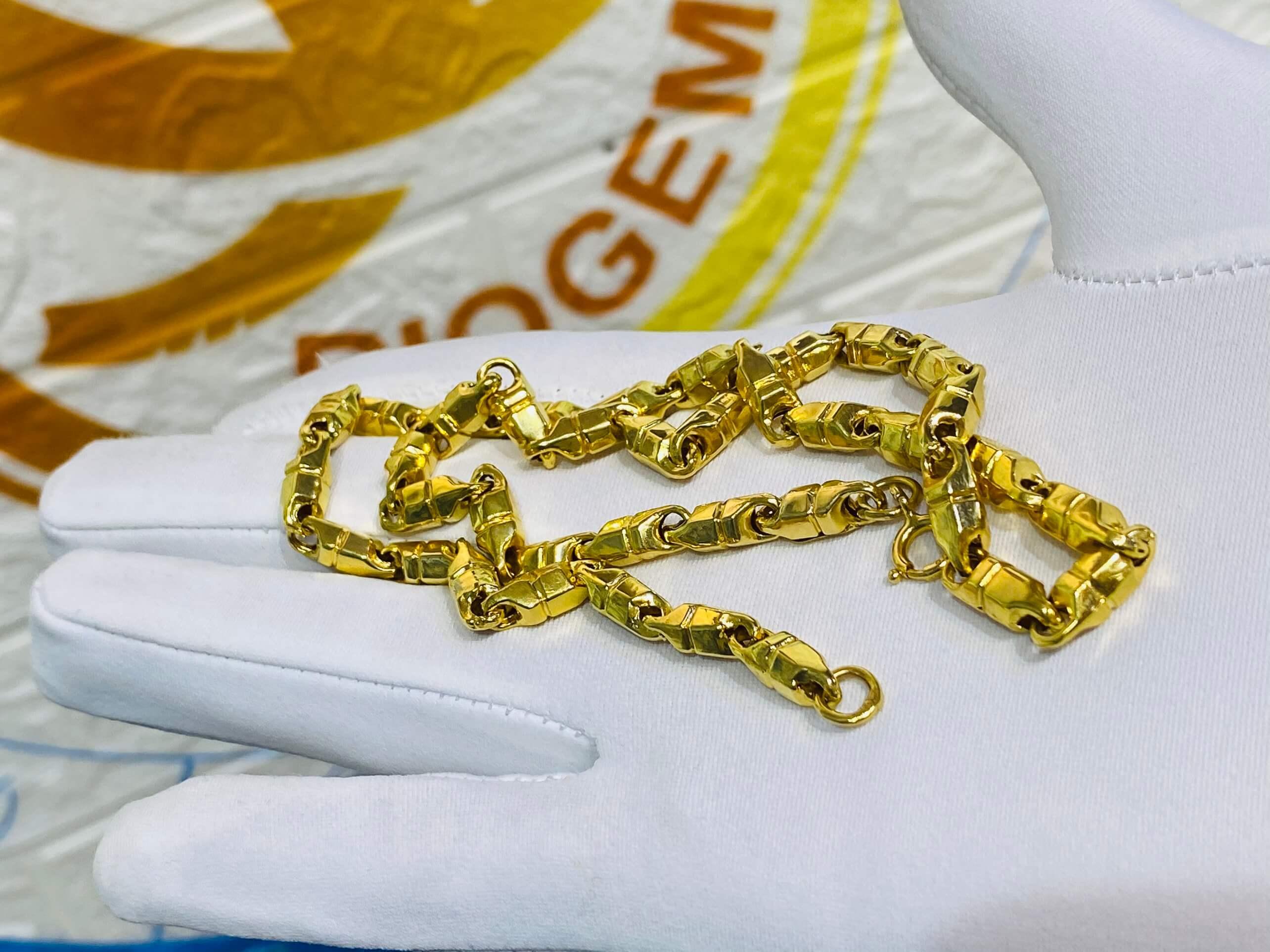 Dây chuyền xích vàng phong thủy - Biểu tượng của sự sang trọng và bảo vệ