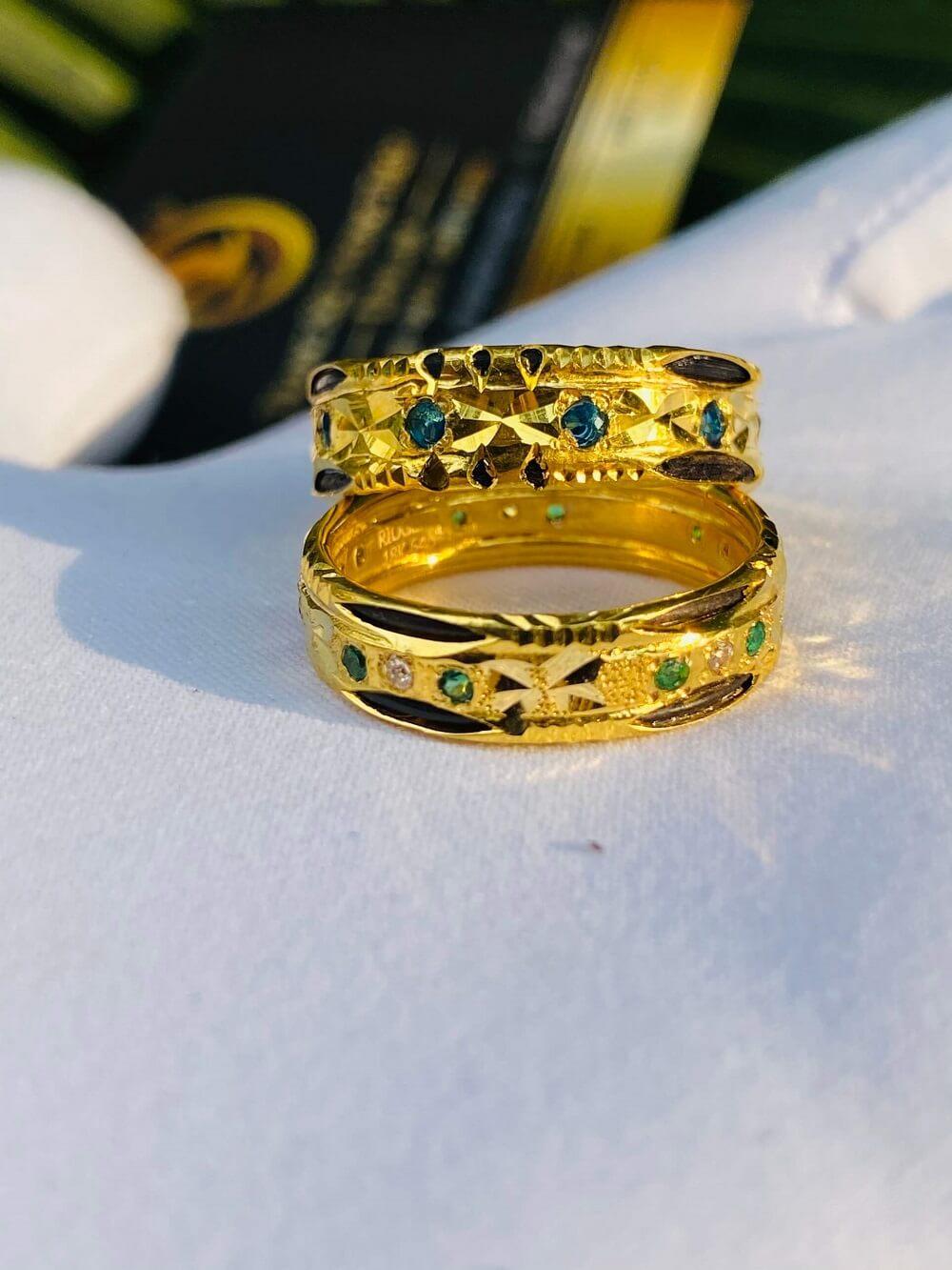 Cặp nhẫn cưới nam nữ phong thủy đính 9 đá 2 viền lông (Lông Fake) mạnh mẽ