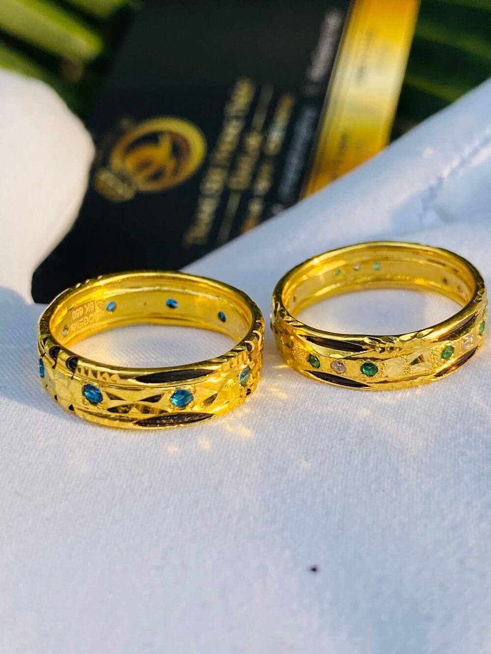 Cặp nhẫn cưới nam nữ phong thủy đính 9 đá 2 viền lông (Lông Fake) chất lượng cao