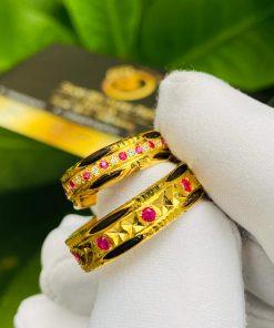 Đeo nhẫn cưới nam nữ - gắn kết lương duyên