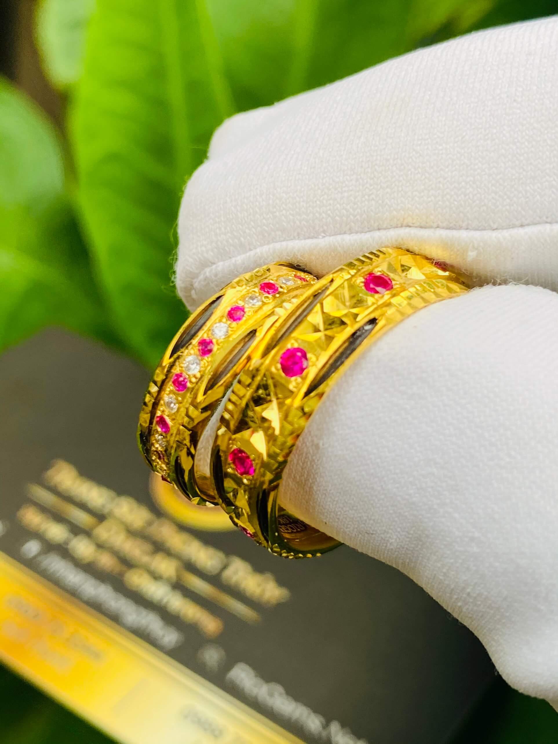 Nhẫn cưới nam nữ đính đá vàng 18k