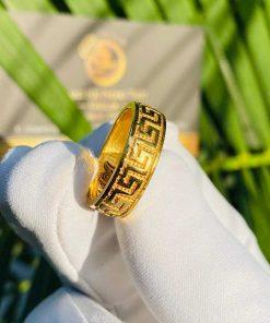Nhẫn hoa văn VÀNG 18K đeo ngón giữa hợp phong thủy cho Nữ