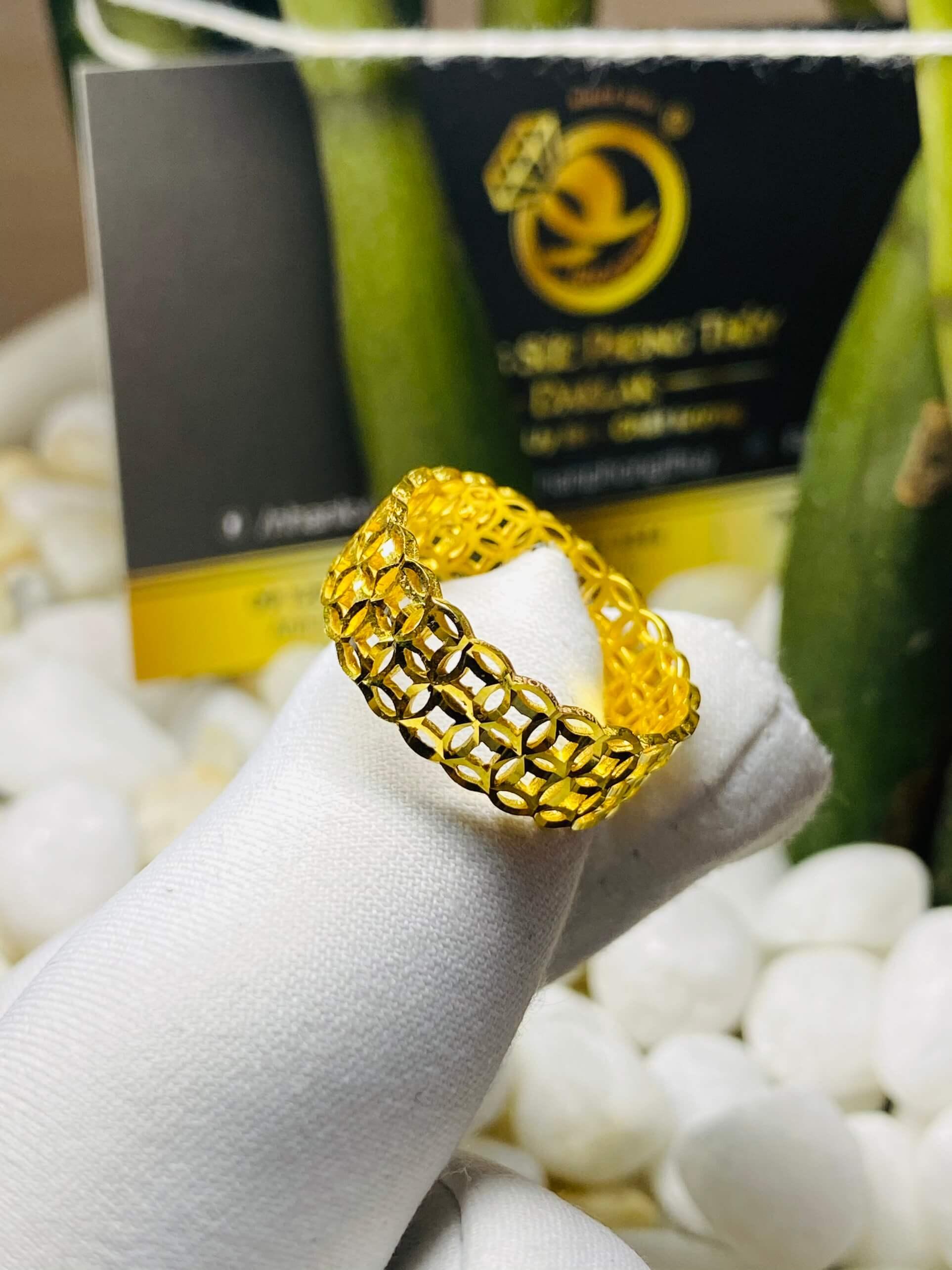 nhẫn kim tiền vàng 18K phù hợp cho cả nam và nữ