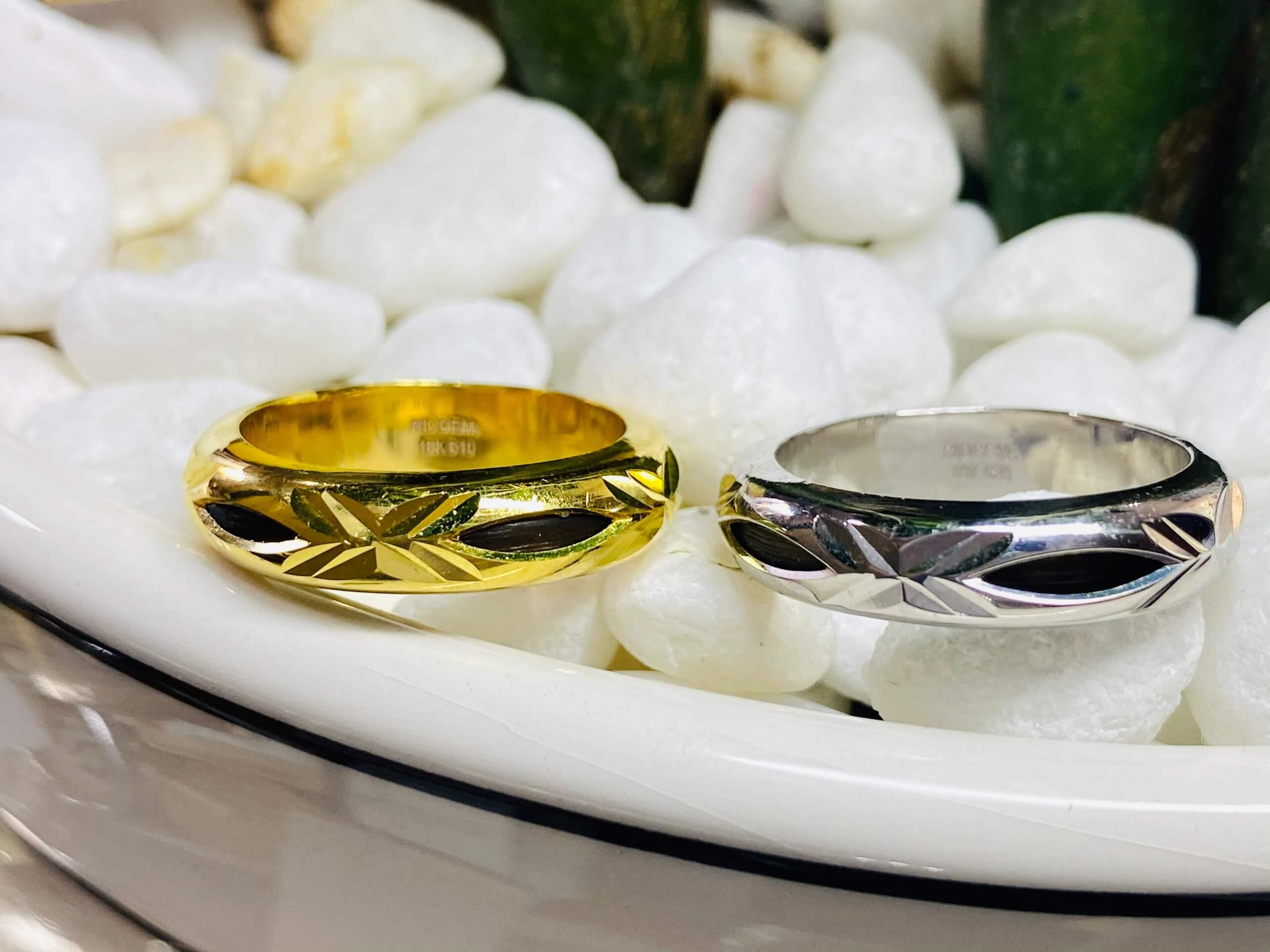 Cặp nhẫn nam 1 lông Bản Đôn vàng trắng & vàng 18K chuẩn 3.9li (lông FAKE) mang lại tài lộc