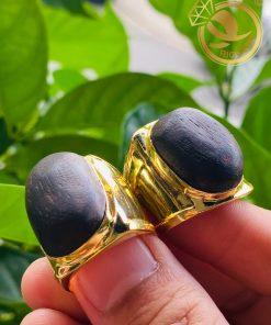Cặp nhẫn nam vàng 18k đeo ngón cái, ngón giữa đều rất sang trọng