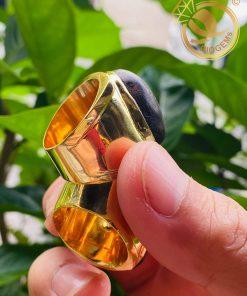 Cặp nhẫn nam vàng 18k mặt gỗ trầm hương mang đến may mắn, tài lộc cho người đeo