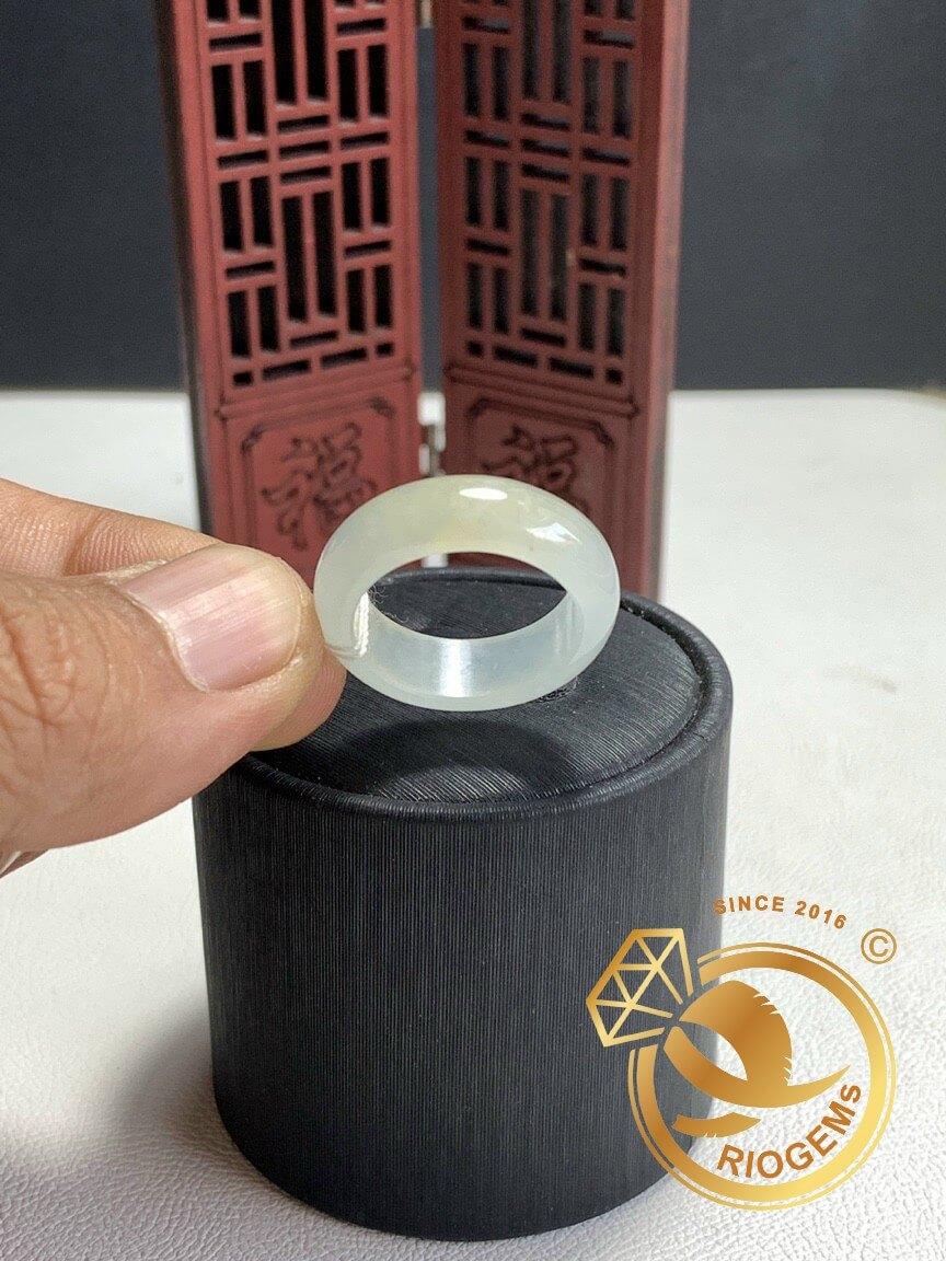 Nhẫn Ngọc cẩm thạch thích hợp cho cả nam và nữ