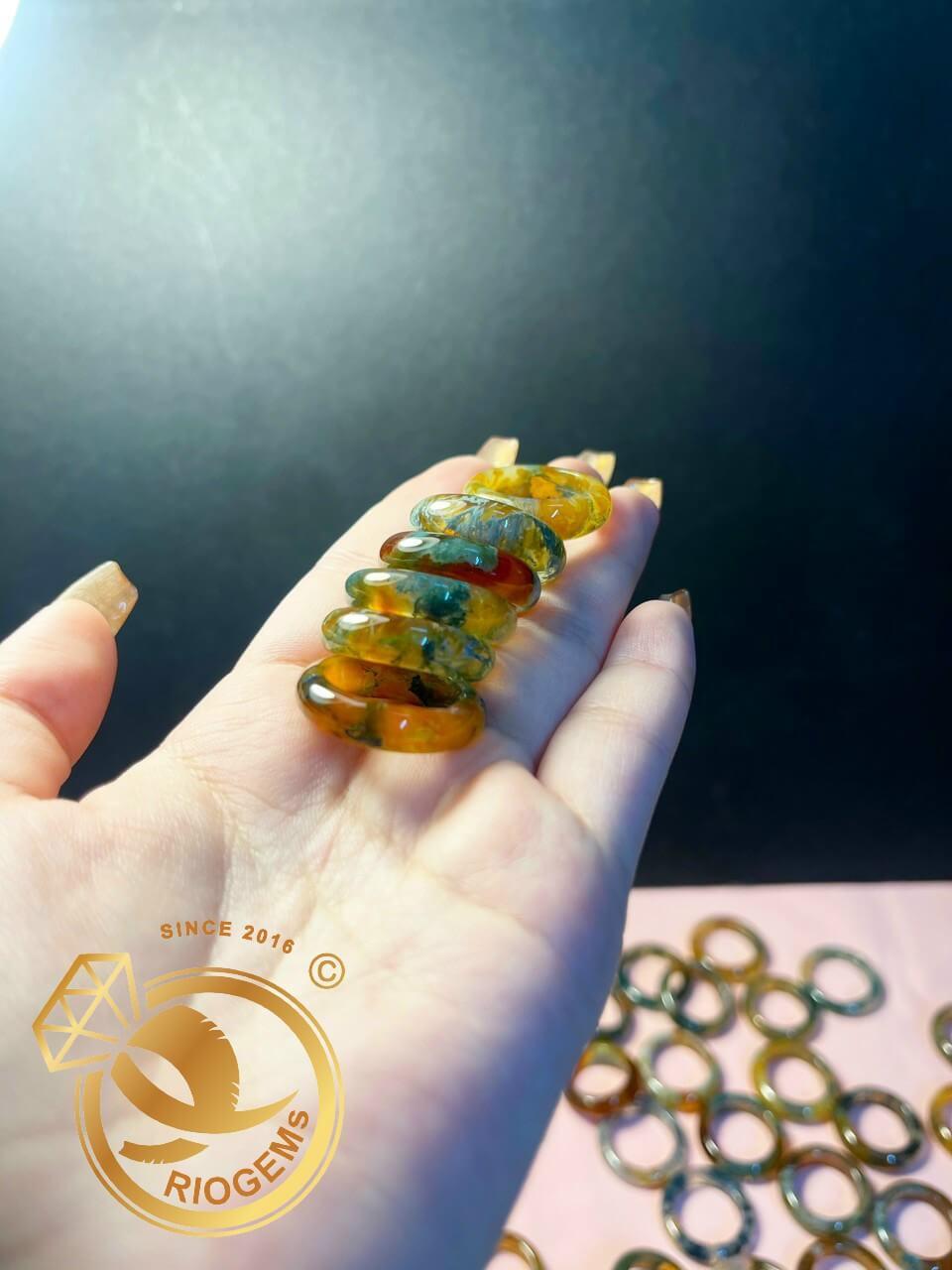 Nhẫn ngọc thủy tảo hợp với người mệnh kim và thổ