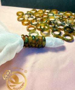 Nhẫn ngọc thủy tảo được cấu thành từ những vân rêu hóa thạch tự nhiên