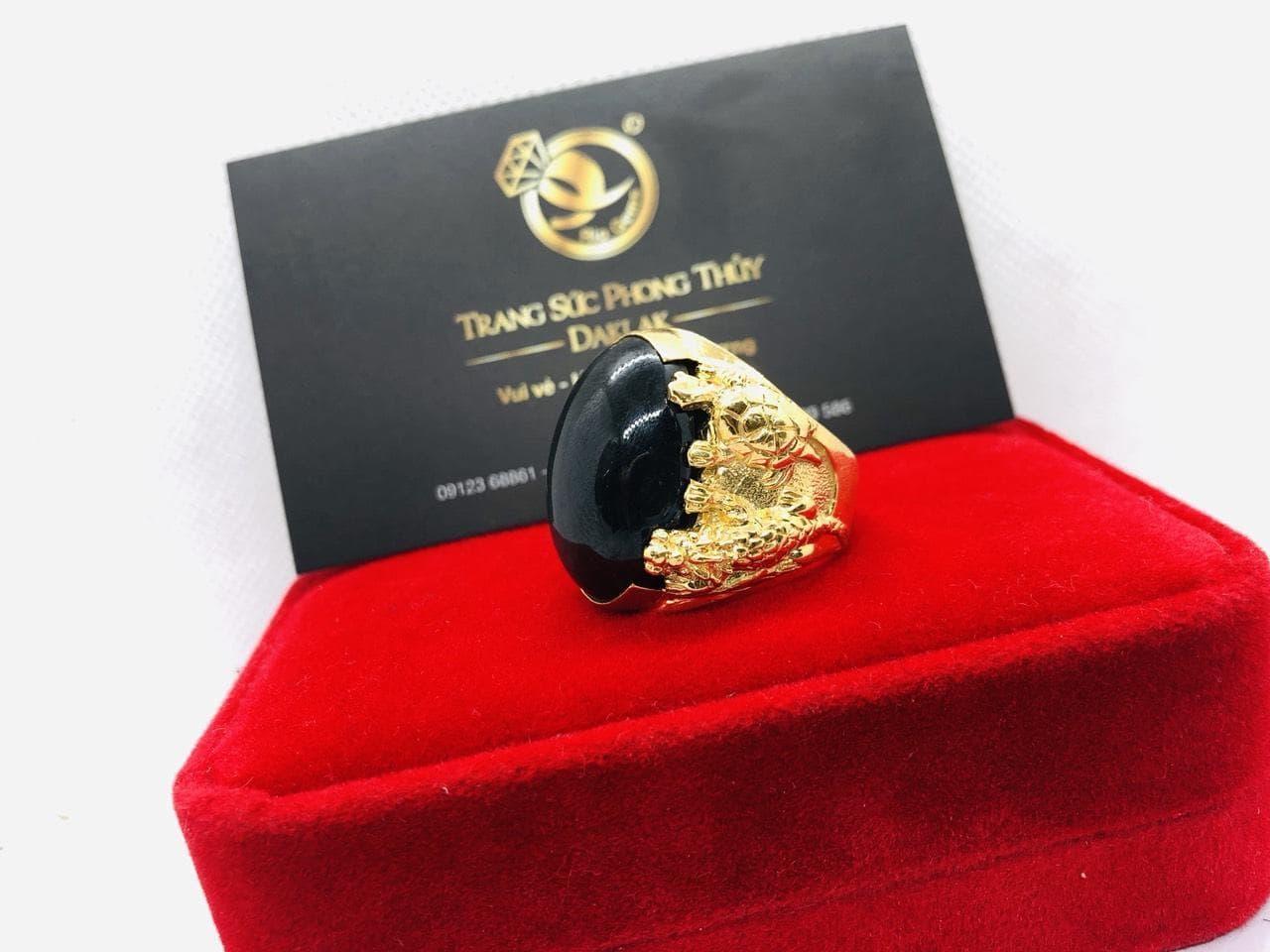 Nhẫn tứ Linh sapphire đen phong thủy mệnh THỦY – MỘC