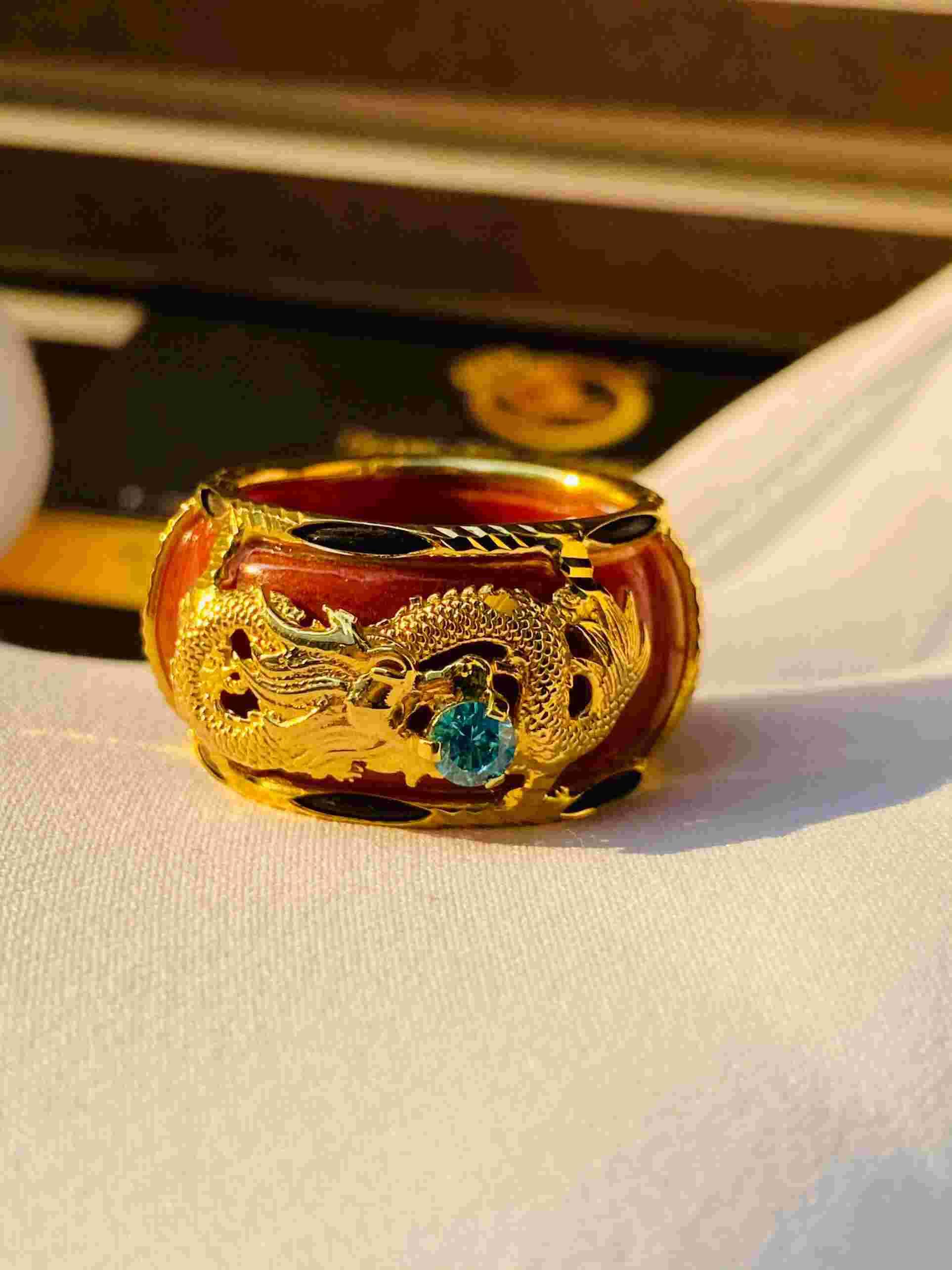 Nhẫn Rồng cuộn ngang bọc nhẫn Cẩm thạch huyết bảng bo 10li