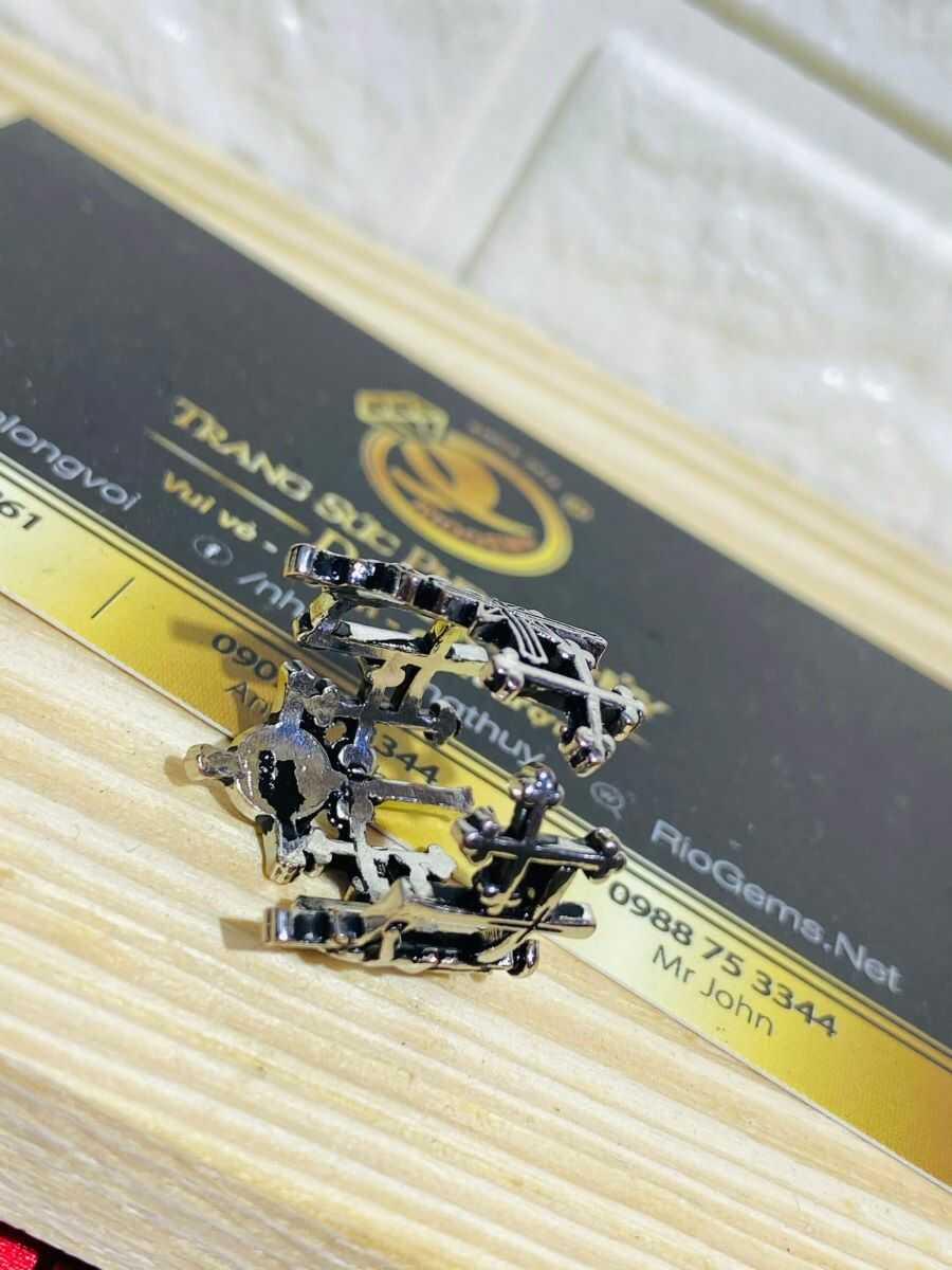 Nhẫn Thánh Giá bạc Thái tinh tế