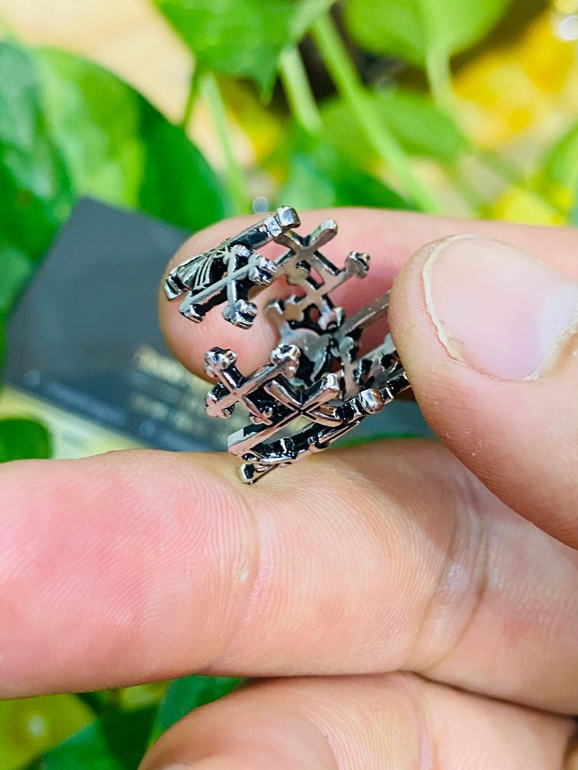Hãy để Riogems tô điểm đôi tay bạn bằng nhẫn Thánh Giá bạc cao cấp