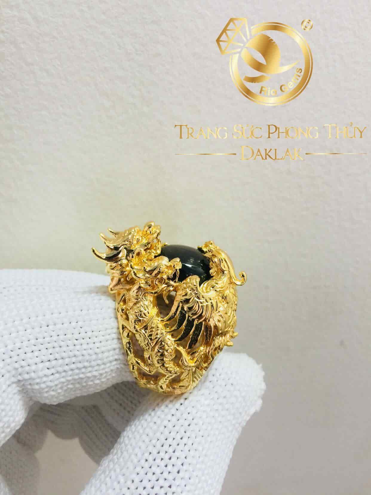 Nhẫn tứ linh Long Lân Quy Phụng vàng vây ngọc sapphire đen