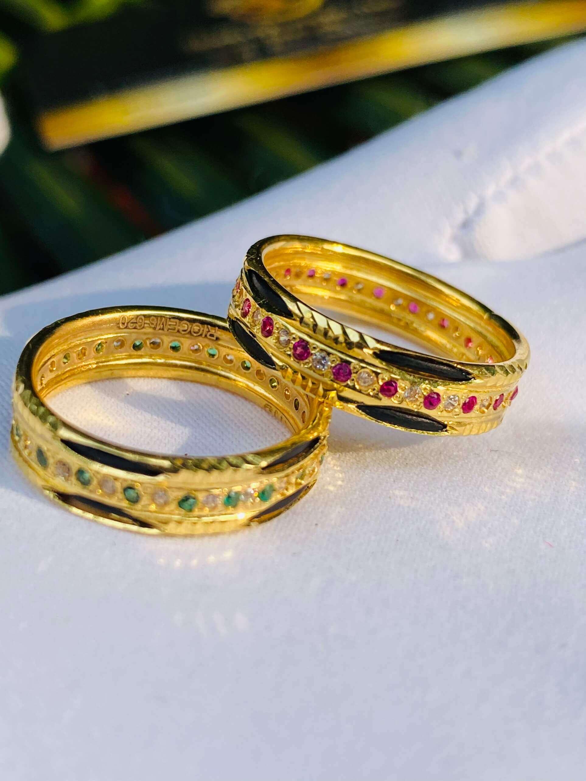 Nhẫn vàng luồng 2 Lông 1 hàng đá xen kẽ (lông FAKE) tinh tế