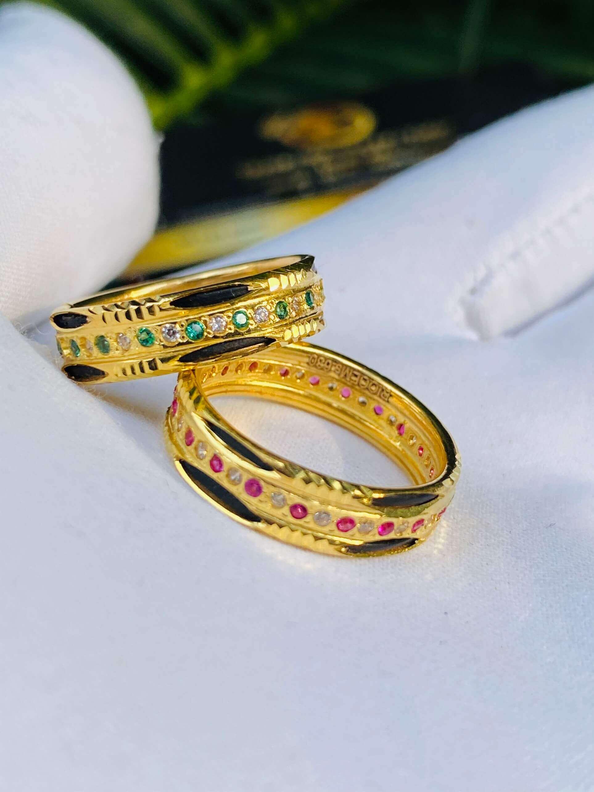 Nhẫn vàng luồng 2 Lông 1 hàng đá xen kẽ (lông FAKE) sang