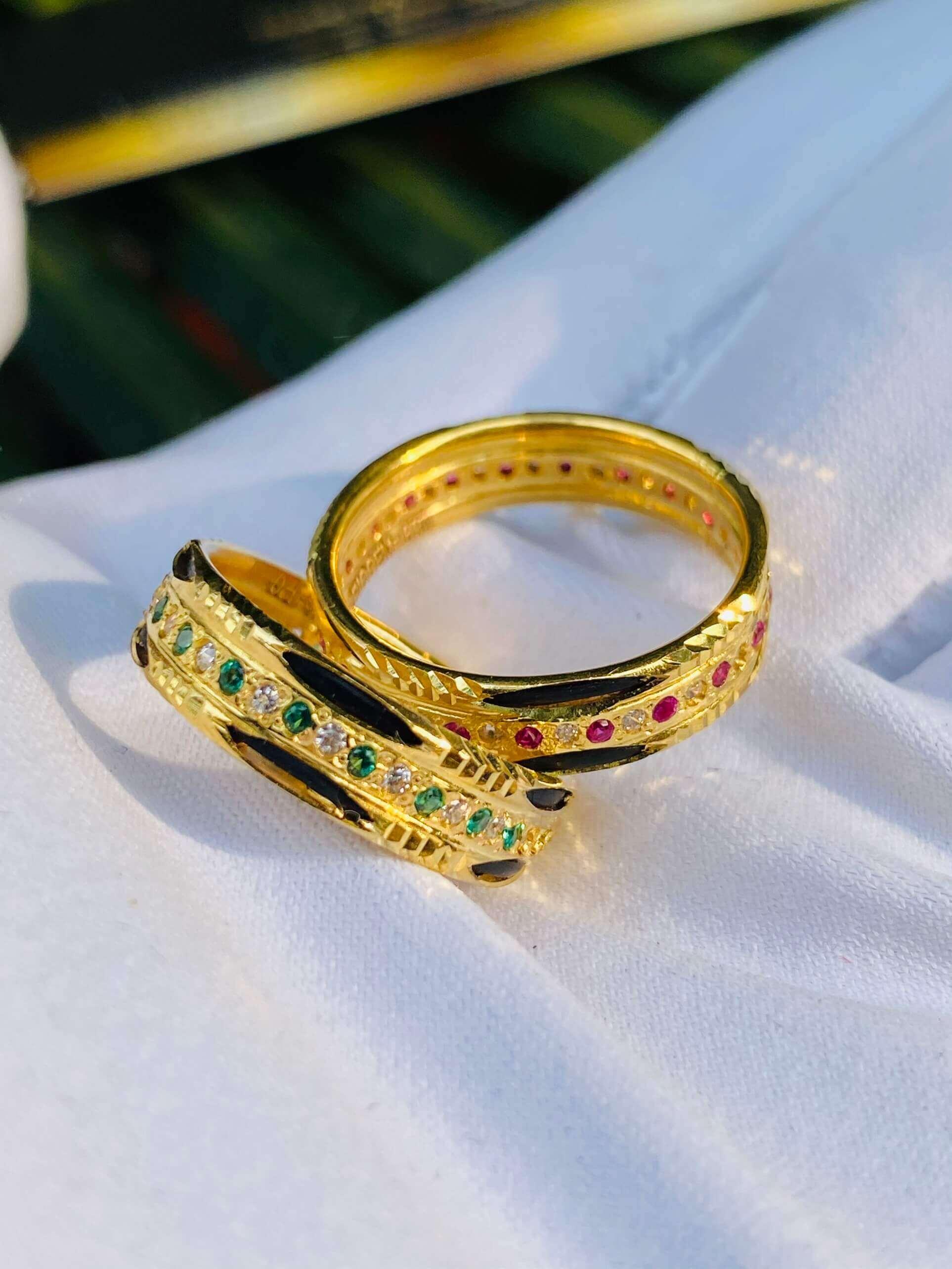 Nhẫn vàng luồng 2 Lông 1 hàng đá xen kẽ (lông FAKE) độc đáo