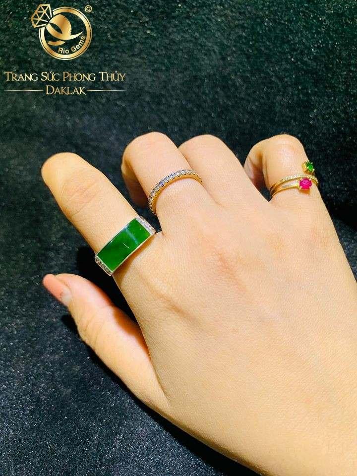 Nhẫn Yên Ngựa bằng Bạc mặt nhẫn Ngọc Bích