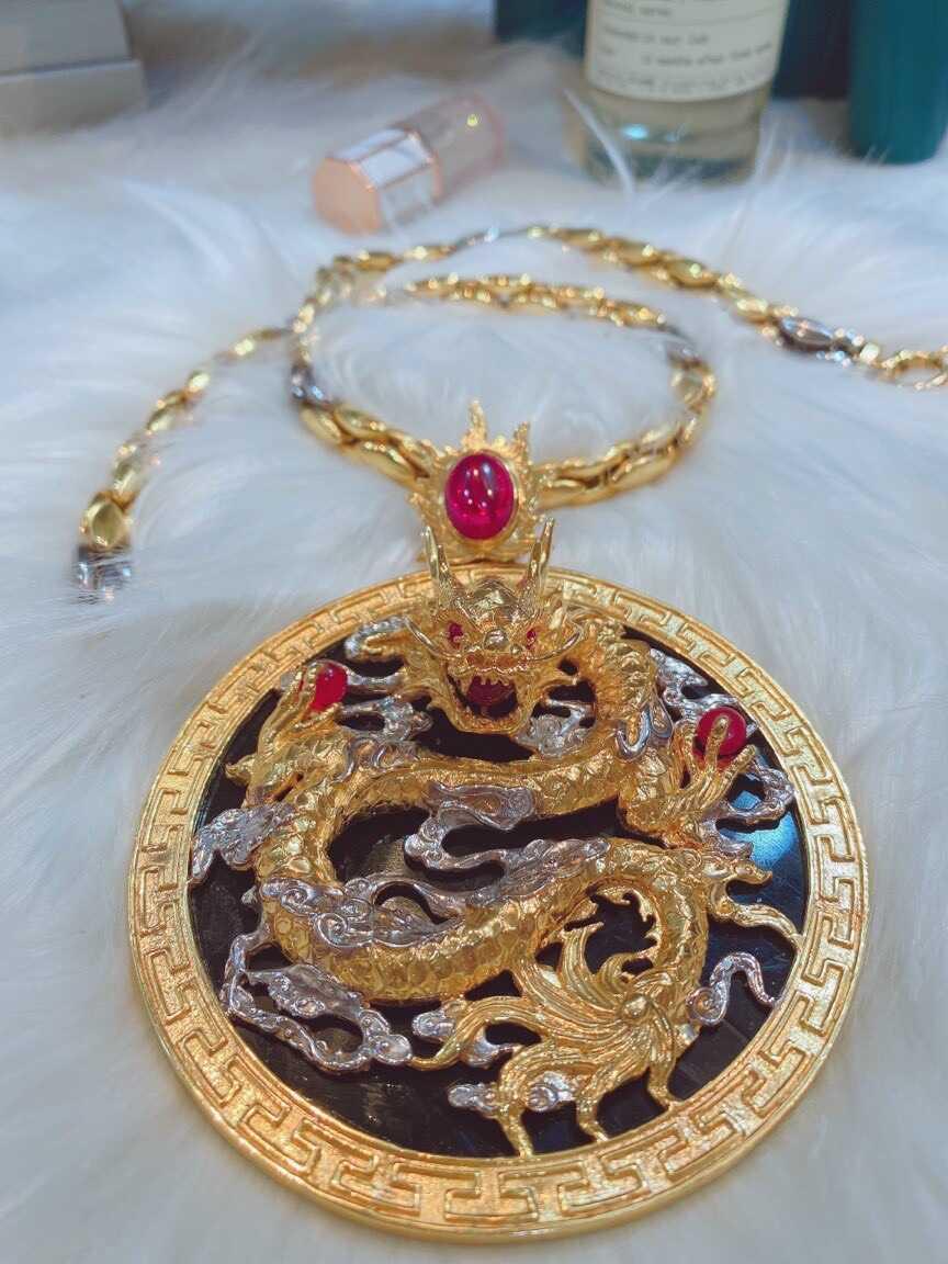 Mặt dây chuyền rồng vàng ngọc Jadeite 4,5cm đen