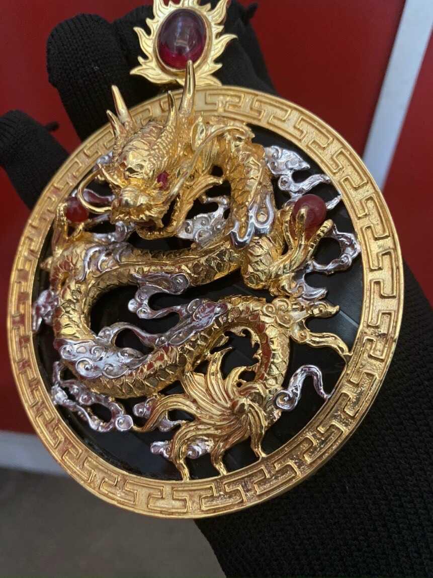 Mặt dây chuyền chạm khắc hình Rồng