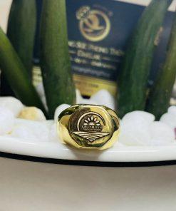 Nhẫn signet vàng đúc khắc biểu tượng logo công ty Khánh Đoàn - Thiết kế riêng của RIOGEMs