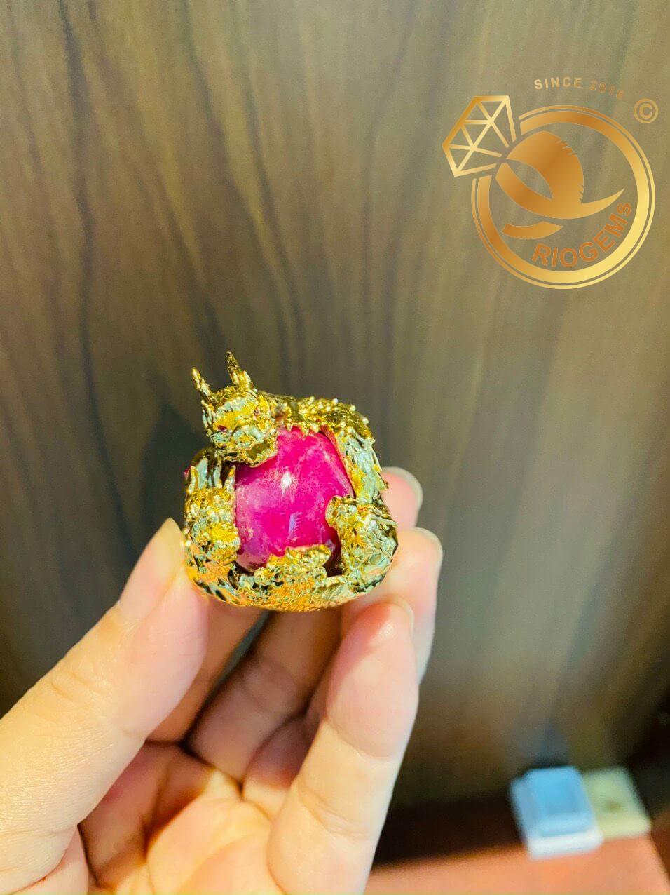 Nhẫn tứ linh LONG LÂN QUY PHỤNG 1 cây vàng 18K ôm ngọc RUBY Thái tinh xảo, cầu kỳ