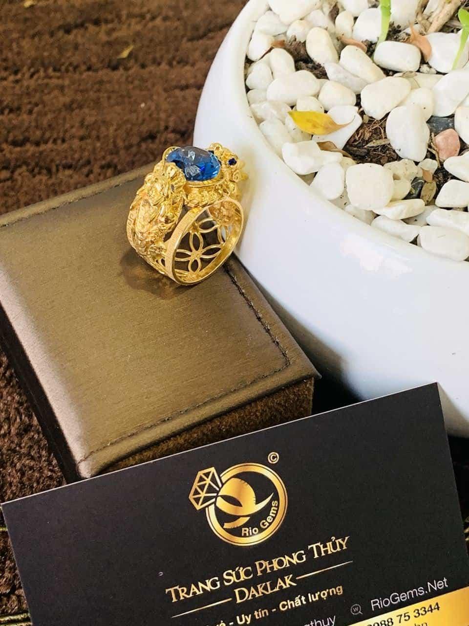 Nhẫn phong thủy 2 tỳ hưu nam vàng 18K chầu ngọc CZ