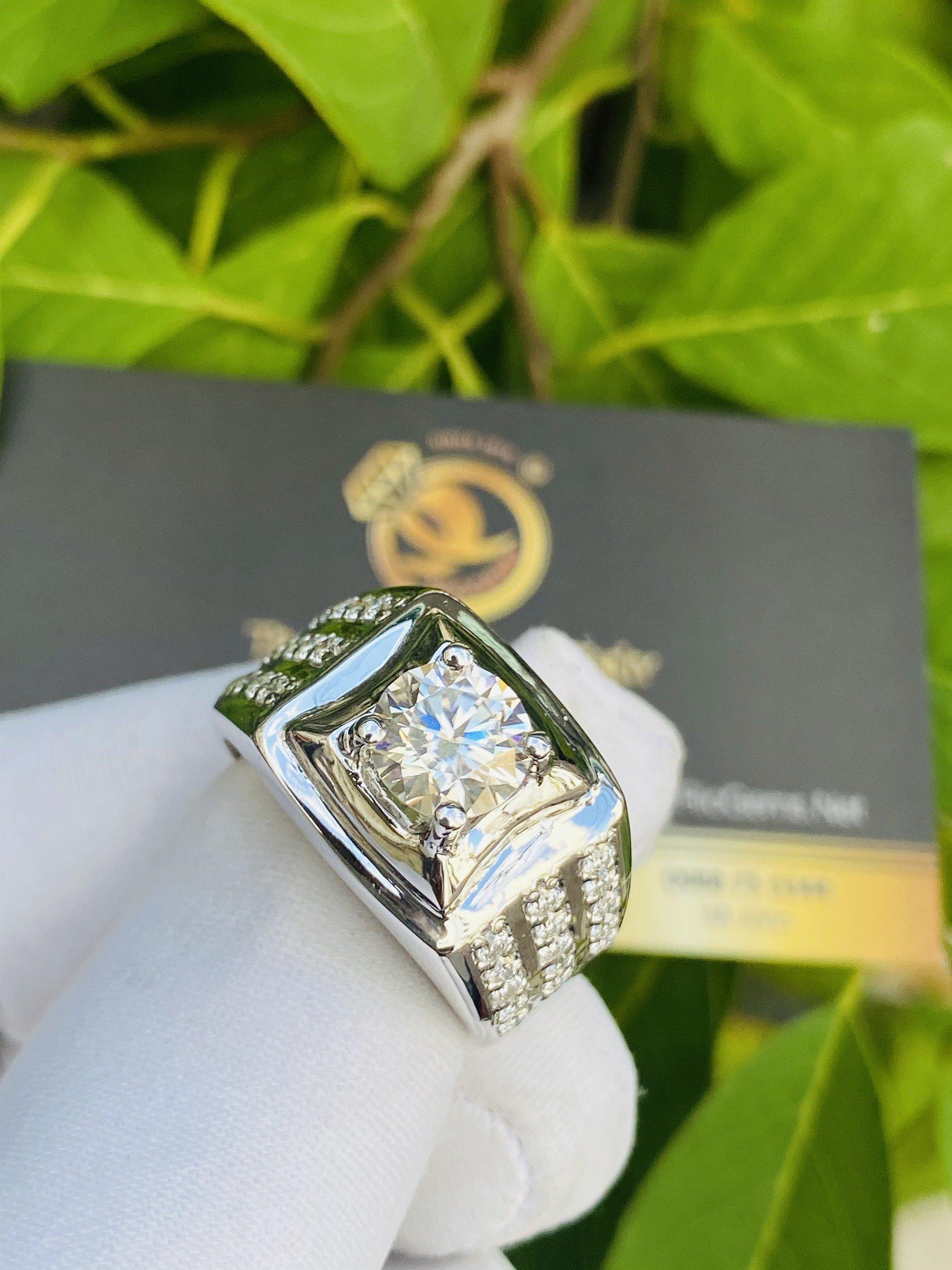 Nhẫn kim cương Moissanite được nhiều người săn lùng