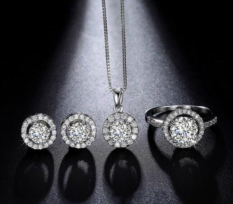 Trang sức kim cương Moisanite có vẻ đẹp sang trọng quyền quý