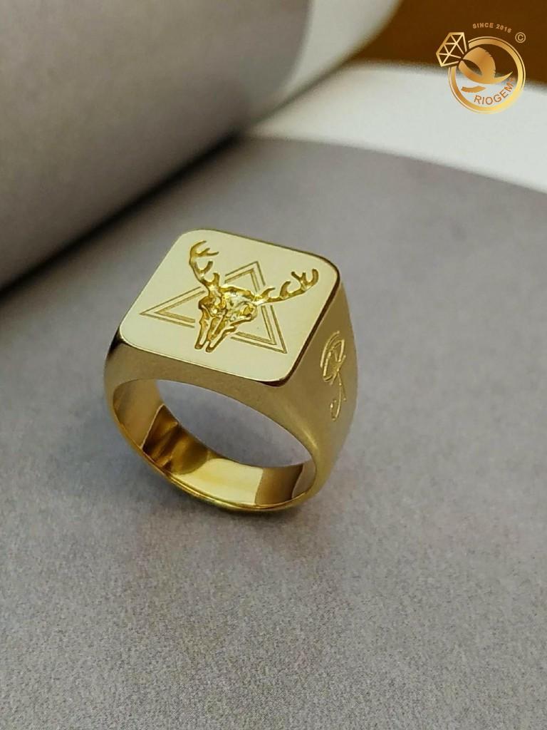 Nhẫn nam vàng 18K signet khắc hình tuần lộc