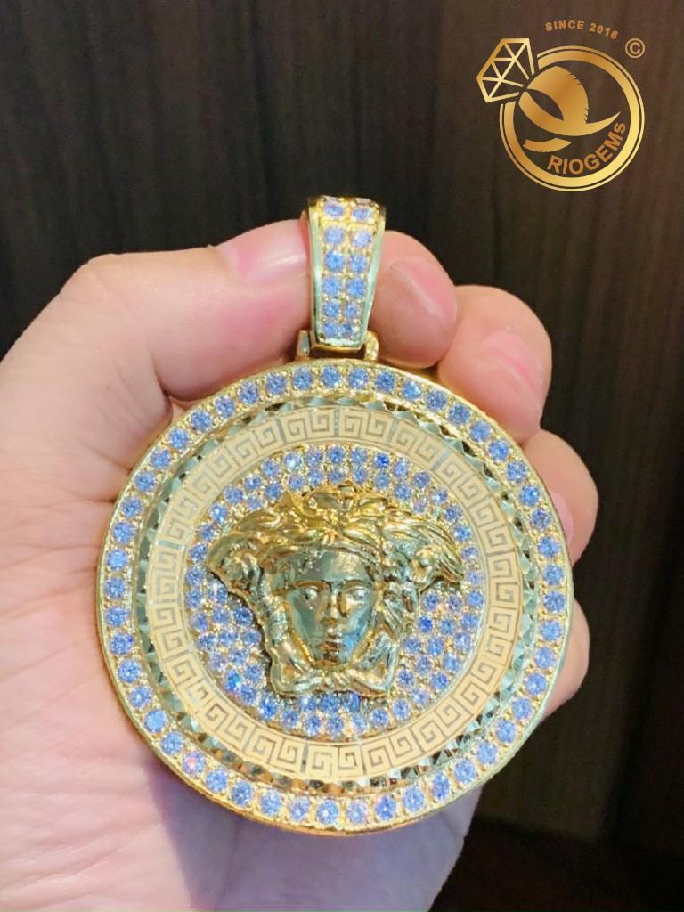 Mặt dây chuyền nam Versace VÀNG 18K full kim cương Moissanite chạy hoa văn