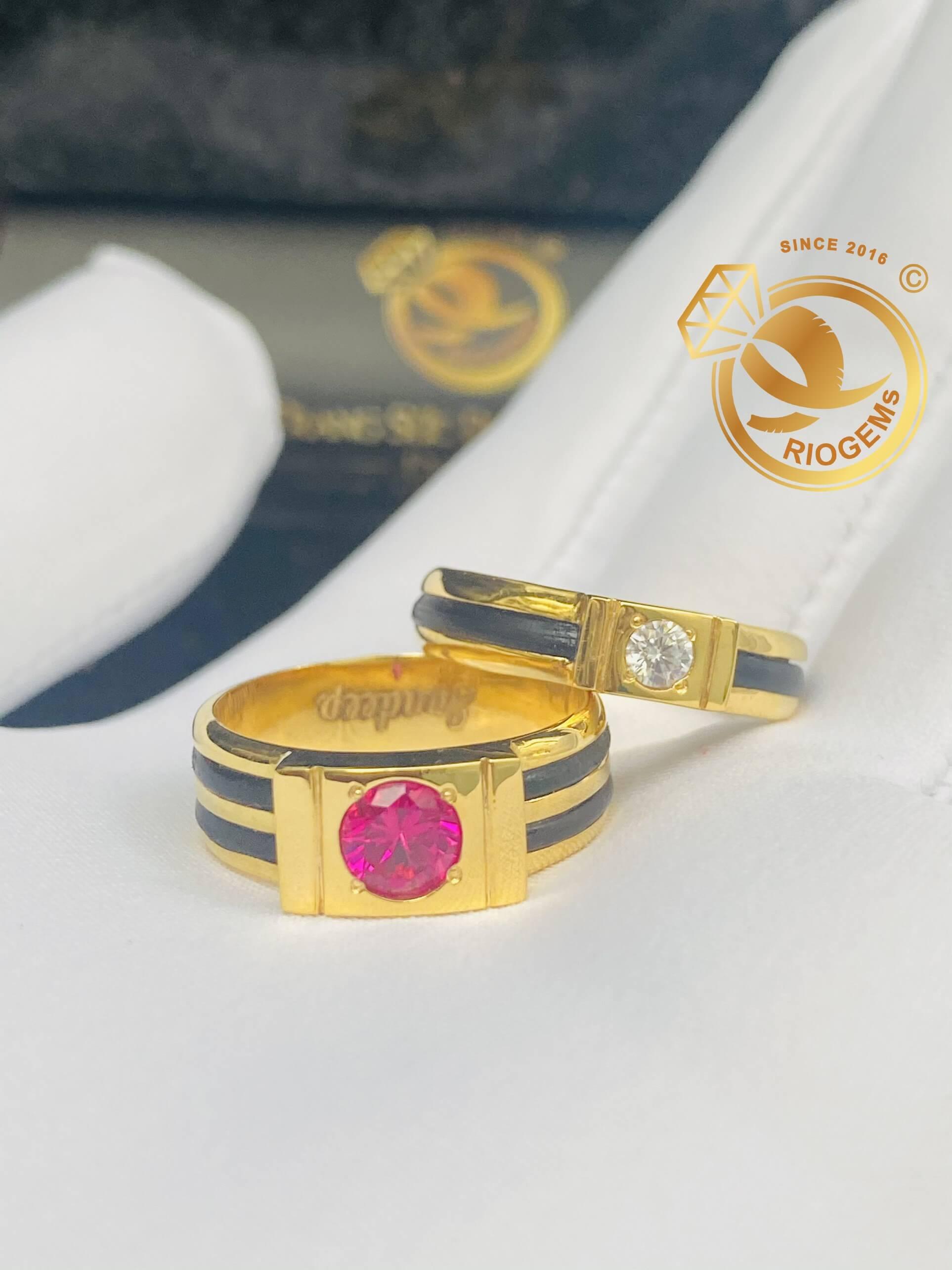 Cặp nhẫn nam nữ vàng 18K đính đá (lông FAKE)
